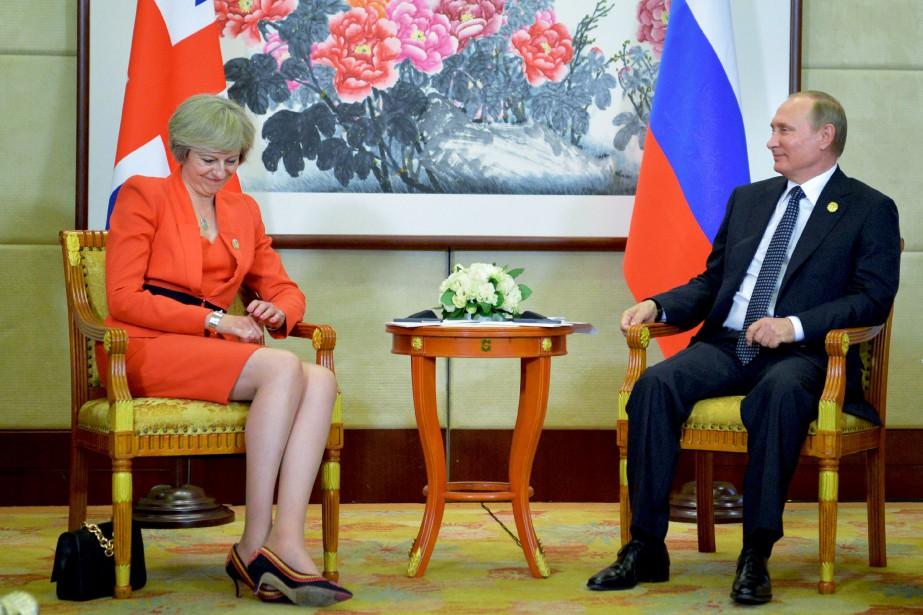 Theresa May et son homologue Vladimir Poutine lors... (PHOTO ARCHIVES ALEXEI DRUZHININ, AFP)