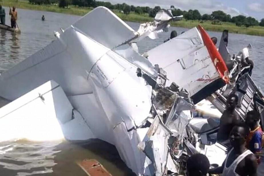 L'avion, qui transportait 23personnes, s'est écrasé dans la... (Photo Radio Myraya, AFP)