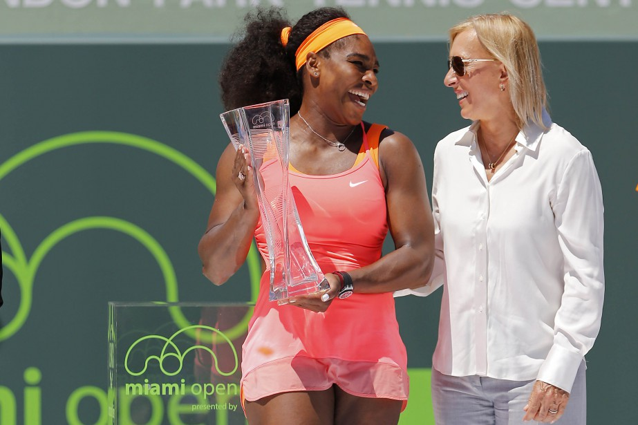 Serena Williams aux côtés deMartina Navratilovalors du tournoi... (ARCHIVES REUTERS)