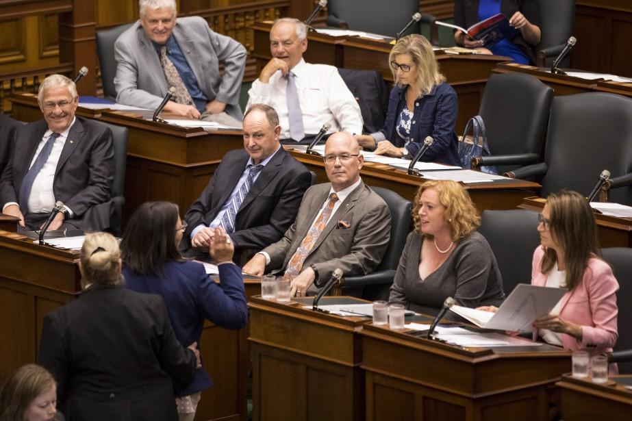 Les élus de l'opposition néo-démocrate ont tenté d'enterrer... (photo Chris Young, PC)
