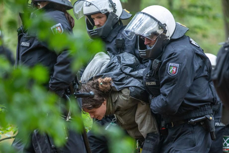 Greenpeace a demandé l'intervention immédiate de la chancelière... (AFP)
