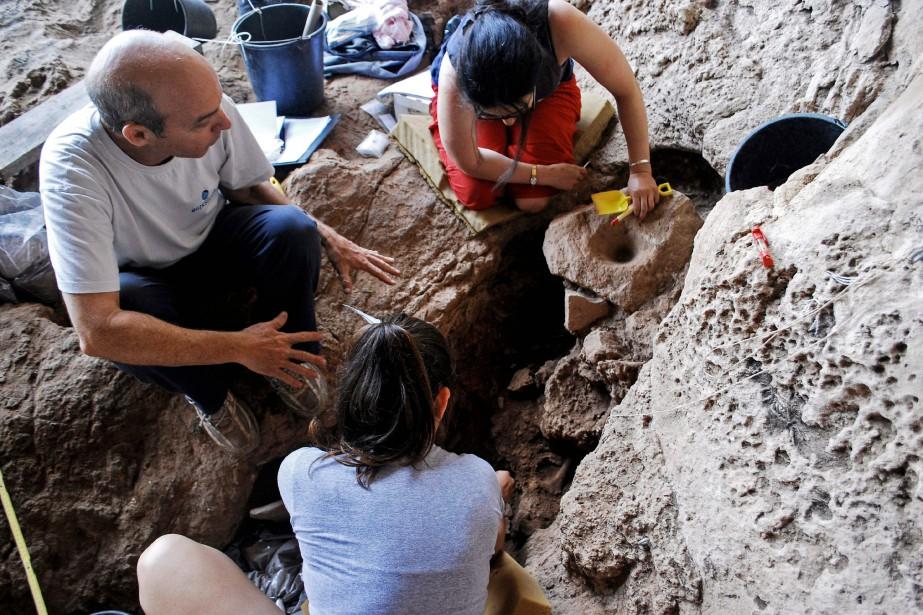 Trois petits creusets de 40 à 60 centimètres... (Photo Dani Nadel, Agence France-Presse)
