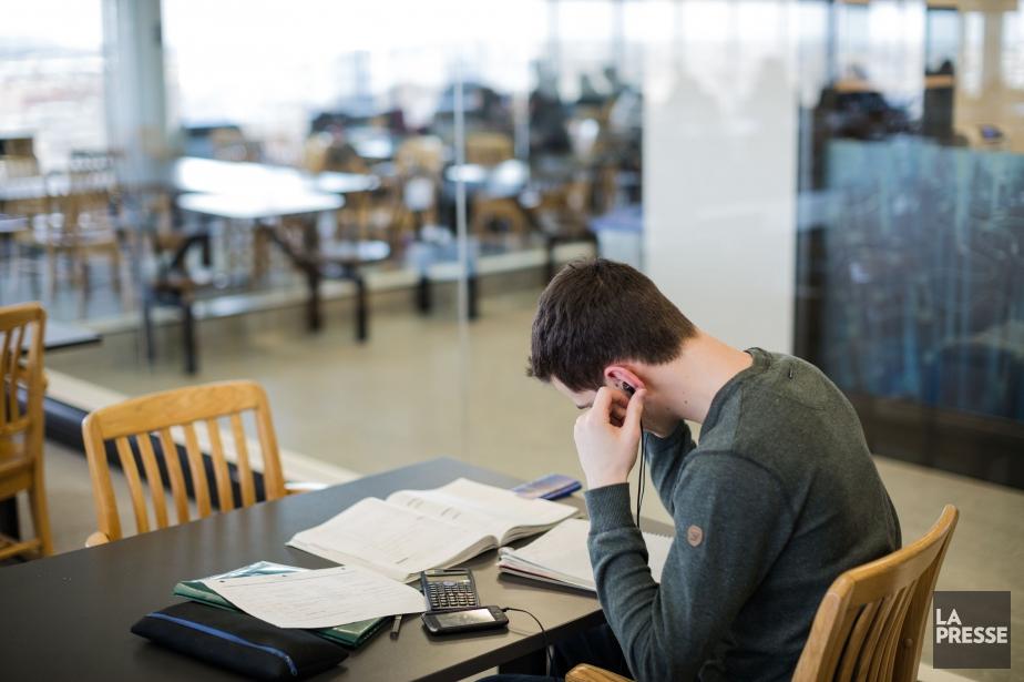 À l'heure actuelle, un étudiant qui n'est pas... (PHOTO EDOUARD PLANTE-FRÉCHETTE, ARCHIVES LA PRESSE)