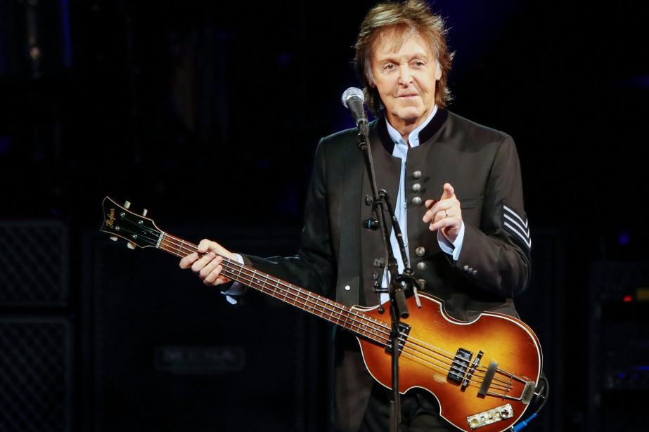 Paul McCartney vient de prendre la tête du... (Photo KAMIL KRZACZYNSKI, AFP)