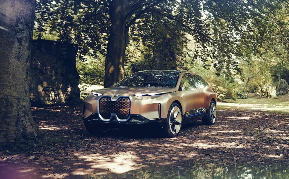 BMW est assez confiante de ses progrès en conduite autonome pour promettre une autonomie sans besoin de supervision humaine. Mais la technologie de conduite autonome n'aura vraisemblablement pas atteint le niveau 5 (autonomie complète) en 2021, quand sera lancé le modèle de série émanant de l'iNext. ()