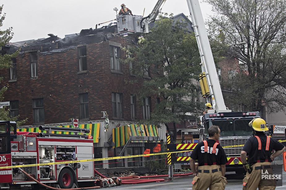 Le feu a éclaté pour une raison encore... (Patrick Sanfaçon, La Presse)