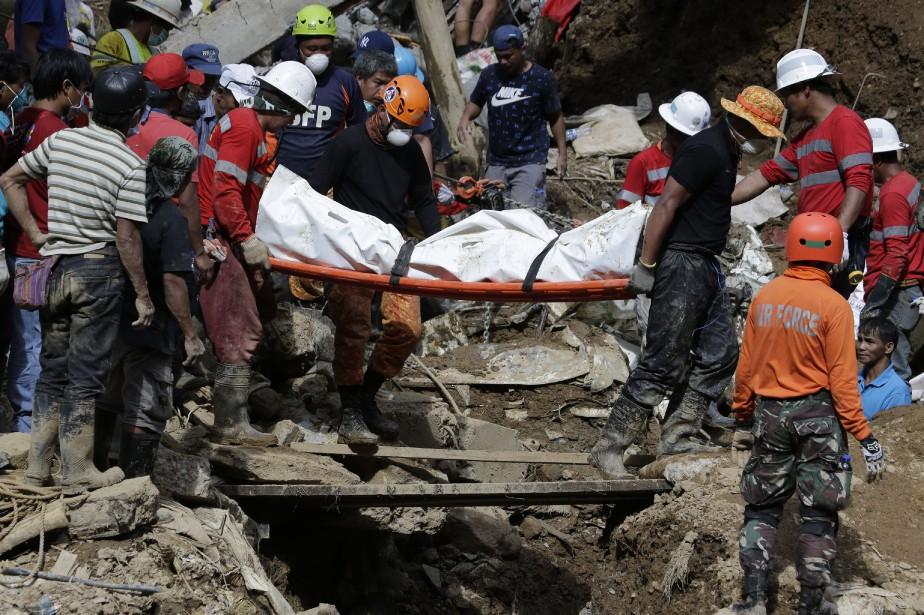 Un énorme glissement de terrain s'est produit à... (AP)