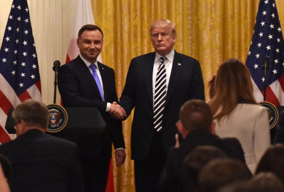 Le président Trump a accueilli mardi son homologue... (PHOTO AFP)