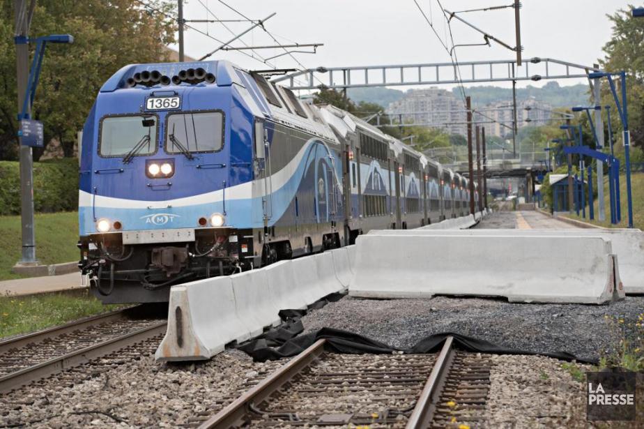 L'une des deux voies ferrées utilisées par le... (PHOTO PATRICK SANFAÇON, LA PRESSE)
