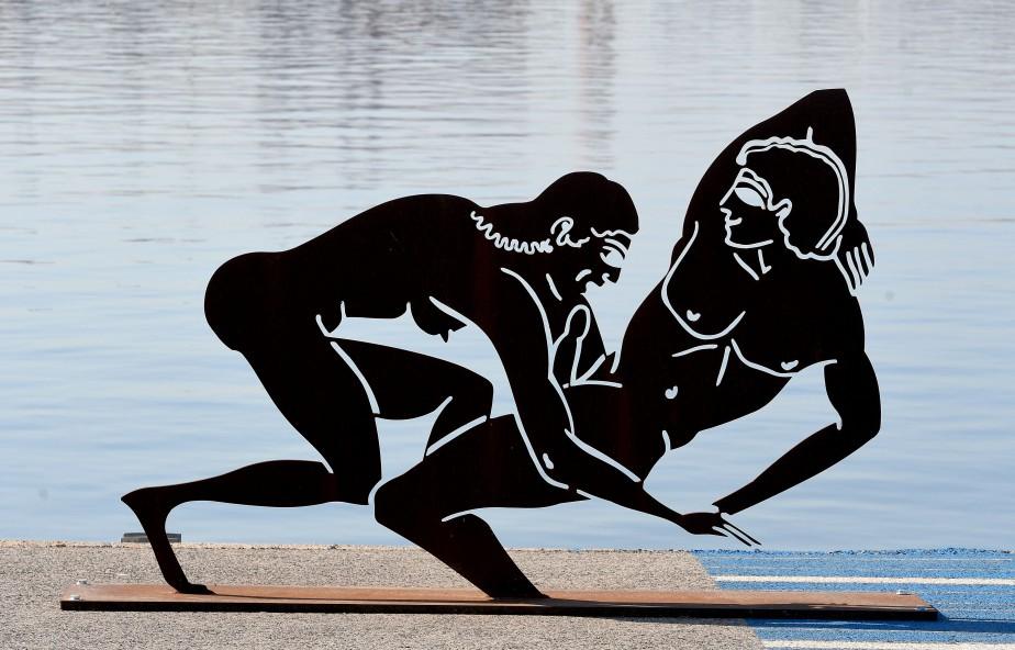 Des sculptures d'Antoni Miro représentant explicitement des scènes... (Photo JOSE JORDAN, AFP)