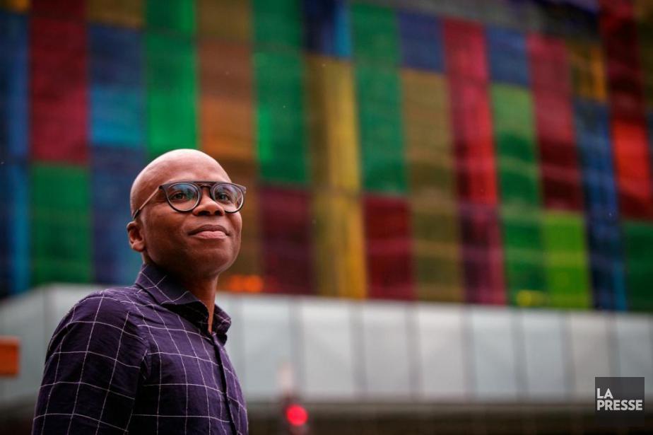 L'écrivain d'origine togolaise Edem Awuney vit à Aylmer... (Photo OlivierJean, La Presse)