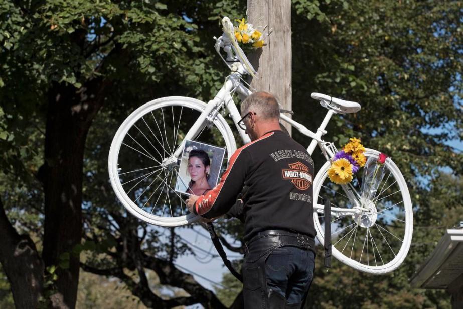 Vélo fantôme Montréal organisait hier l'installation d'un vélo... (Photo Robert Skinner, La Presse)