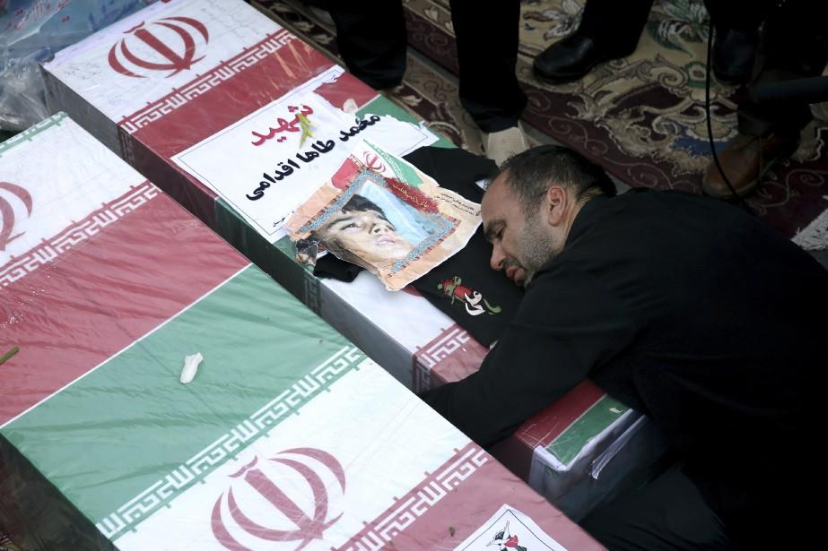 Le père d'un garçon de 4ans qui a... (Photo Ebrahim Noroozi, Associated Press)