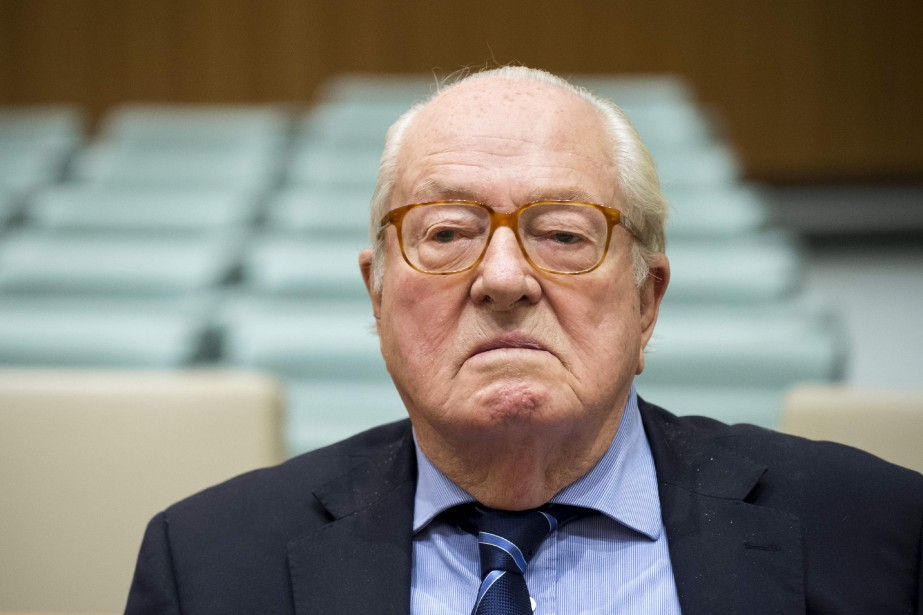 Jean-Marie Le Pen, qui a présidé le FN... (Photo JOHN THYS, AFP)