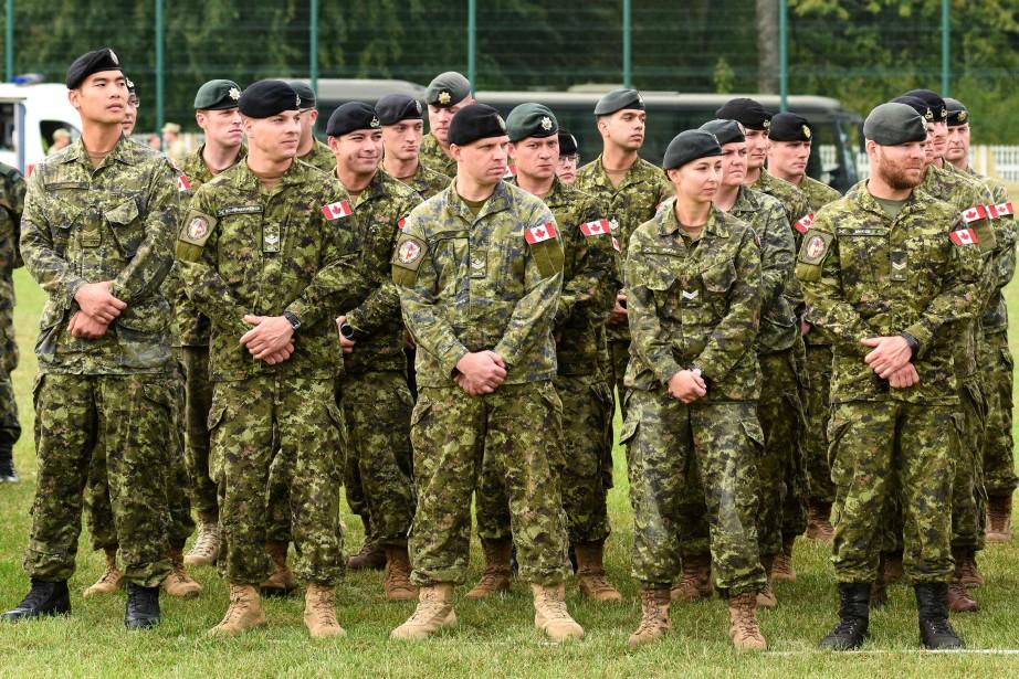Les membres des Forces armées seront autorisés à... (Photo Yuri DYACHYSHYN, archives AFP)