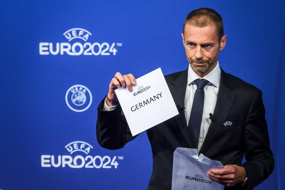 Le président de l'UEFA, Aleksander Ceferin, a dévoilé... (PHOTO FABRICE COFFRINI, AFP)