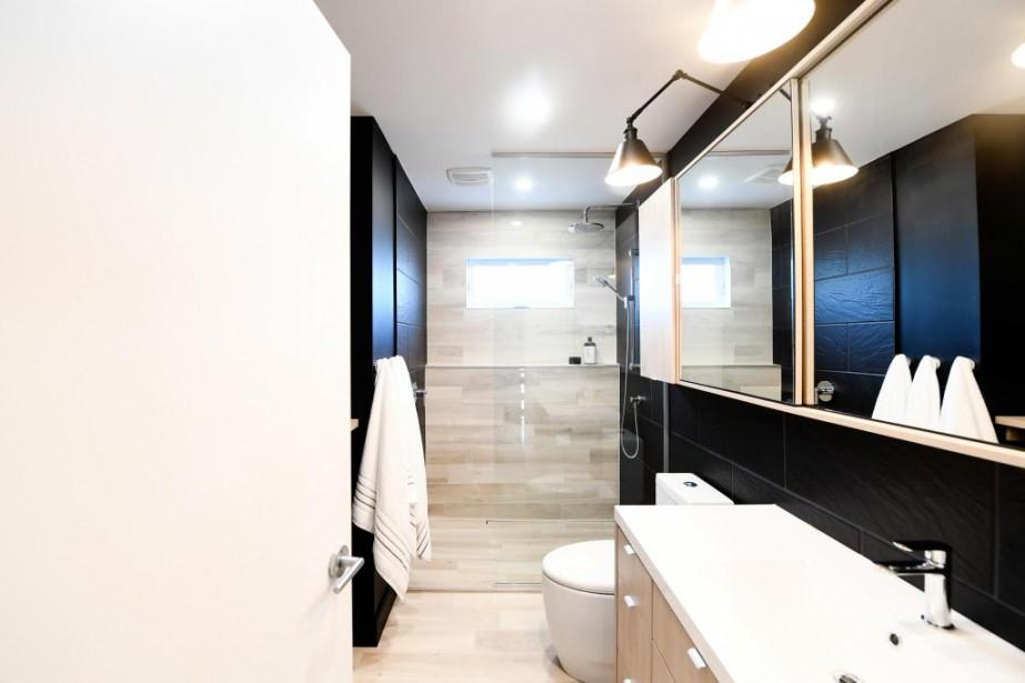 La salle de bains a l'air plus spacieuse... (PHOTO BERNARD BRAULT, LA PRESSE)