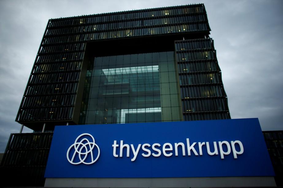 FILE PHOTO: A logo of ThyssenKrupp AG is... (Photo Thilo Schmuelgen, archives Reuters)