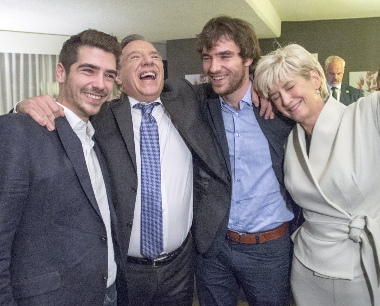 François Legault célèbre sa victoire avec sa femme Isabelle Brais... | 2018-10-01 00:00:00.000