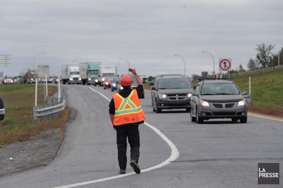 La circulation est détournée à partir de la... (PHOTO MARTIN CHAMBERLAND, LA PRESSE)