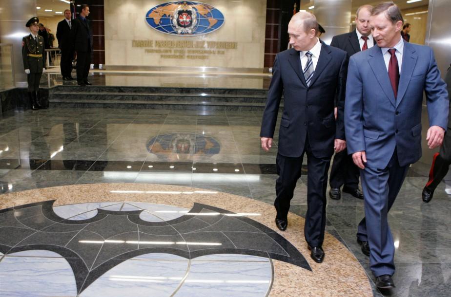 Le président russe Vladimir Poutine et son ministre... (ARCHIVES REUTERS)