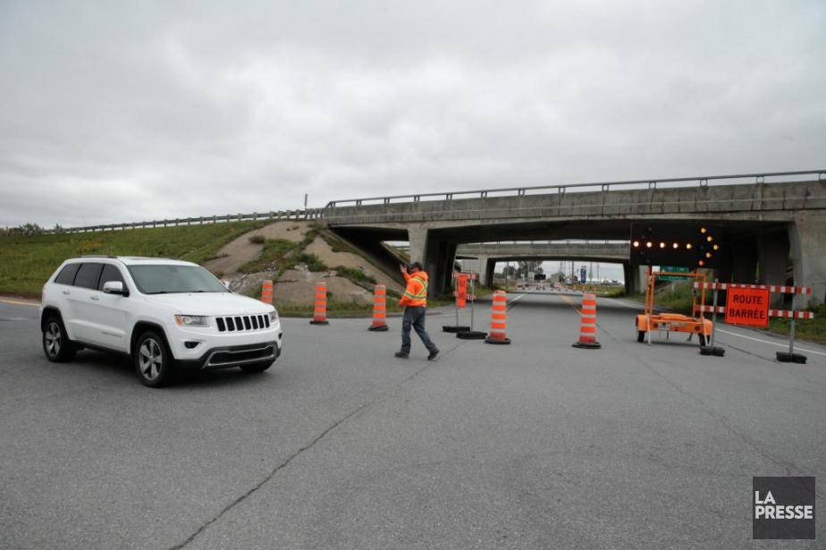 L'autoroute 20 Ouest est complètement fermée depuis hier... (PHOTO MARTIN CHAMBERLAND, LA PRESSE)