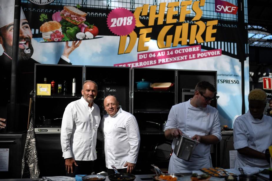Les chefs Christian Le Squer et Thierry Marx... (Photo STEPHANE DE SAKUTIN, AFP)