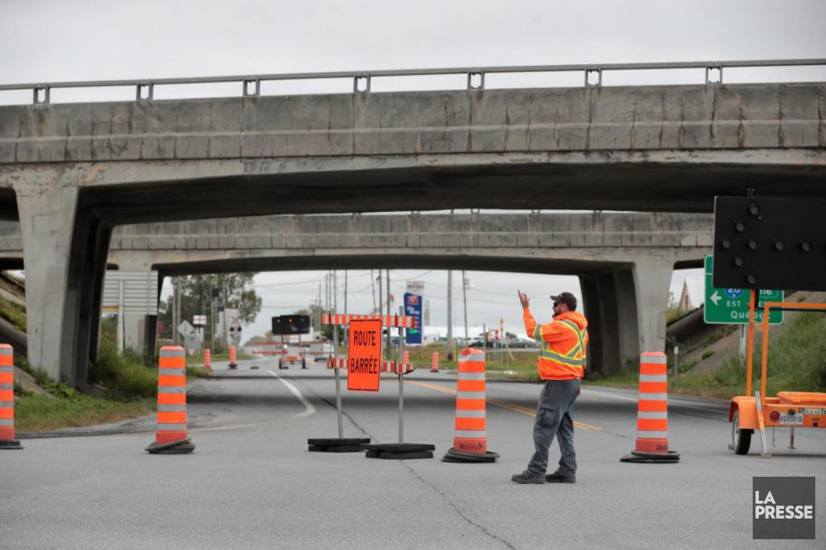 Pont fermé sur l'autoroute20, àSaint-Hyacinthe.... (PHOTO MARTINCHAMBERLAND, LA PRESSE)
