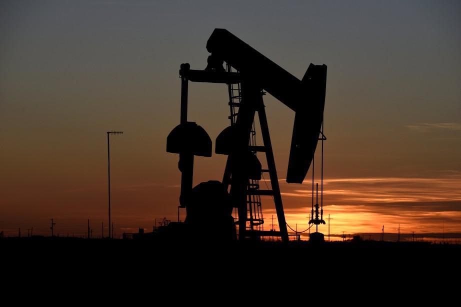 Le pétrole signe ainsi sa quatrième semaine consécutive... (PHOTO NICK OXFORD, ARCHIVES REUTERS)