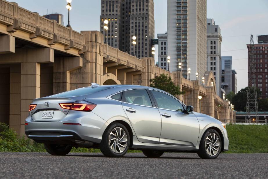 Réalisée sur une plateforme technique similaire à celle de la Civic, l'Insight a su en préserver toutes les qualités, et ce, malgré un gain de poids significatif, certes, mais mieux réparti. En outre, le centre de gravité, légèrement abaissé, permet à cette Honda d'afficher de brillantes prestations routières. ()