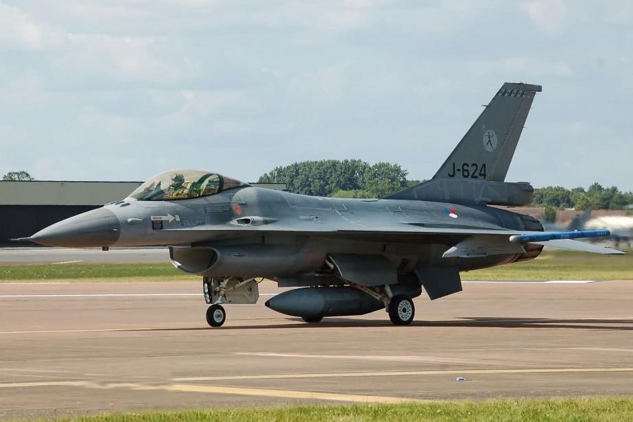 Les avions de chasse néerlandais, armés de missiles,... (PHOTO WIKIMÉDIA)