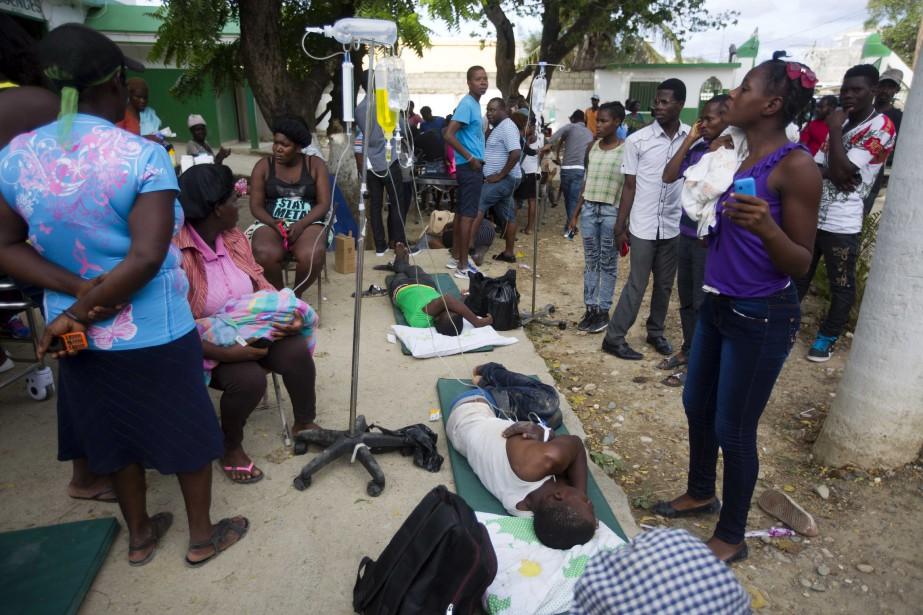 Personnel et patients del'hôpital Immaculée Conception de Port-de-Paix... (Photo Dieu Nalio Chery, ap)