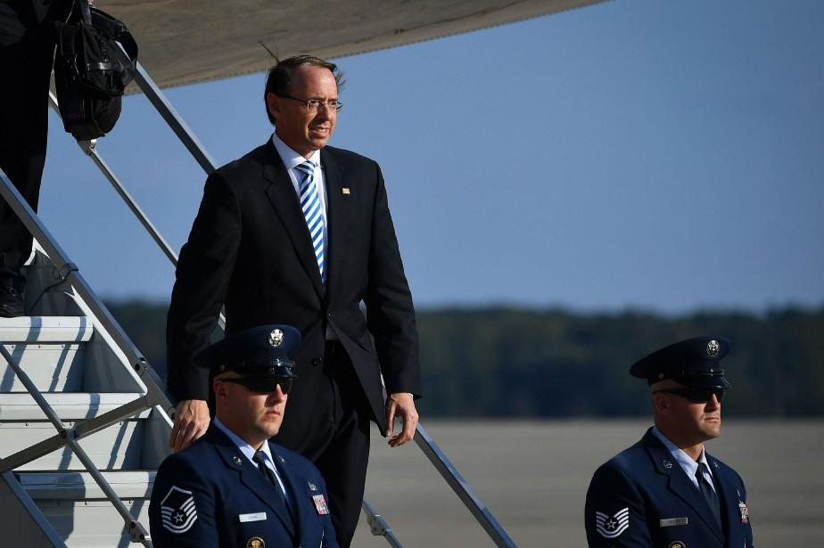 Rod Rosenstein descend de l'avion présidentiel Air Force... (PHOTO AFP)