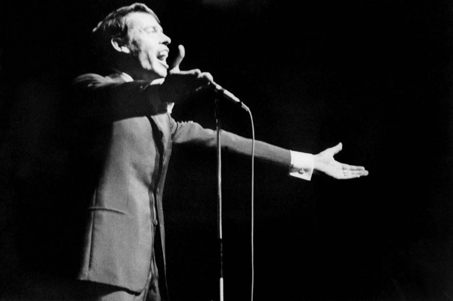 Jacques Brel lors d'un spectacle à l'Olympia de... (Photo archives AFP)
