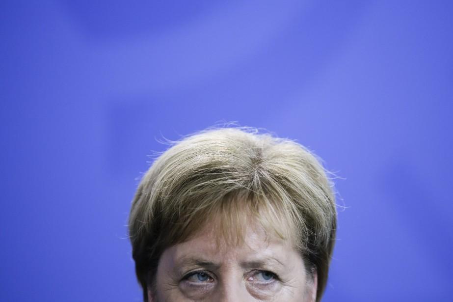 La chancelière d'Allemagne Angela Merkel écoute une question... (Photo Markus Schreiber, AP)