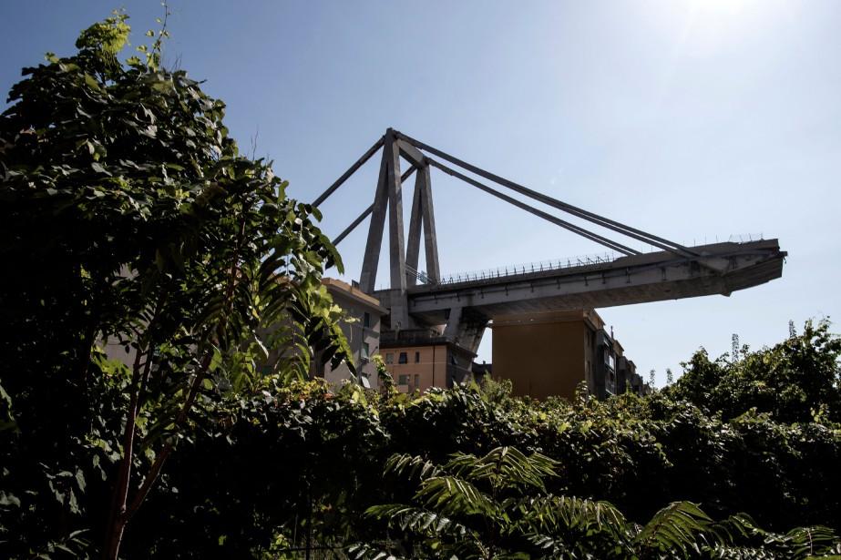 Le 14août, l'effondrement du viaduc Morandi, qui enjambait... (Photo MARCO BERTORELLO, archives Agence France-Presse)
