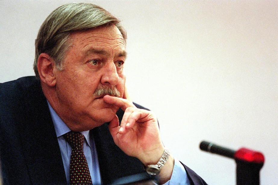 Pik Botha, vu ici en 1997, fut la... (Photo ODD ANDERSEN, archives Agence France-Presse)
