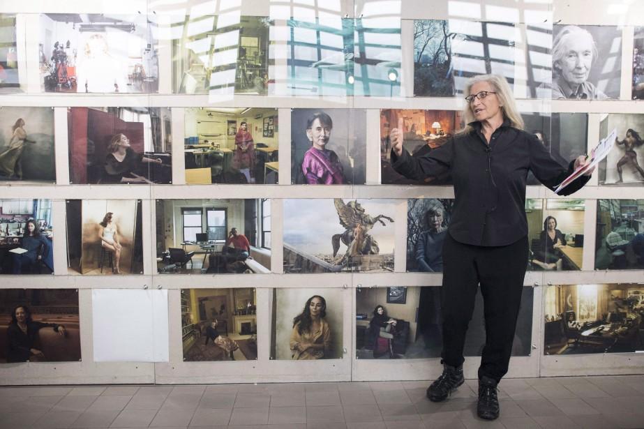 La photographe Annie Leibovitz devant quelques-unes de ses... (Photo Ennio Leanza, archives La Presse Canadienne)