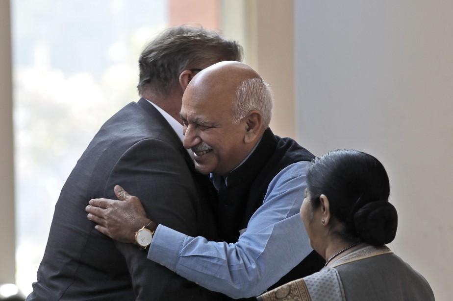 Ex-journaliste et ministre des Affaires étrangères,M.J.Akbar, au centre... (Photo Manish Swarup, archives ap)
