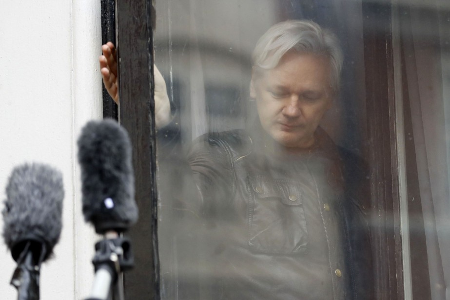 Julien Assange avait trouvé asile en juin 2012... (PHOTO AP)