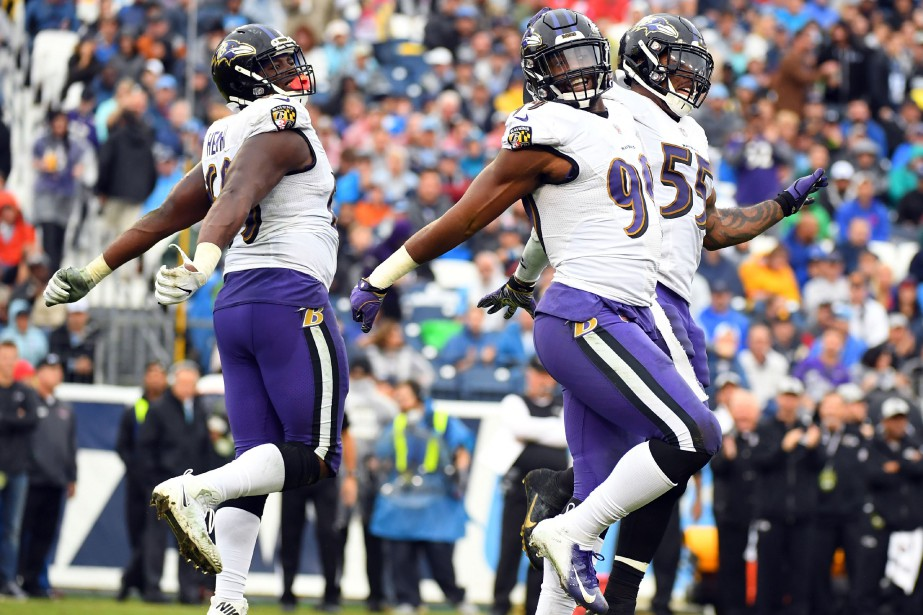 Za'Darious Smith et Patrick Onwuasor ont aidé les Ravens à... (PHOTO REUTERS)
