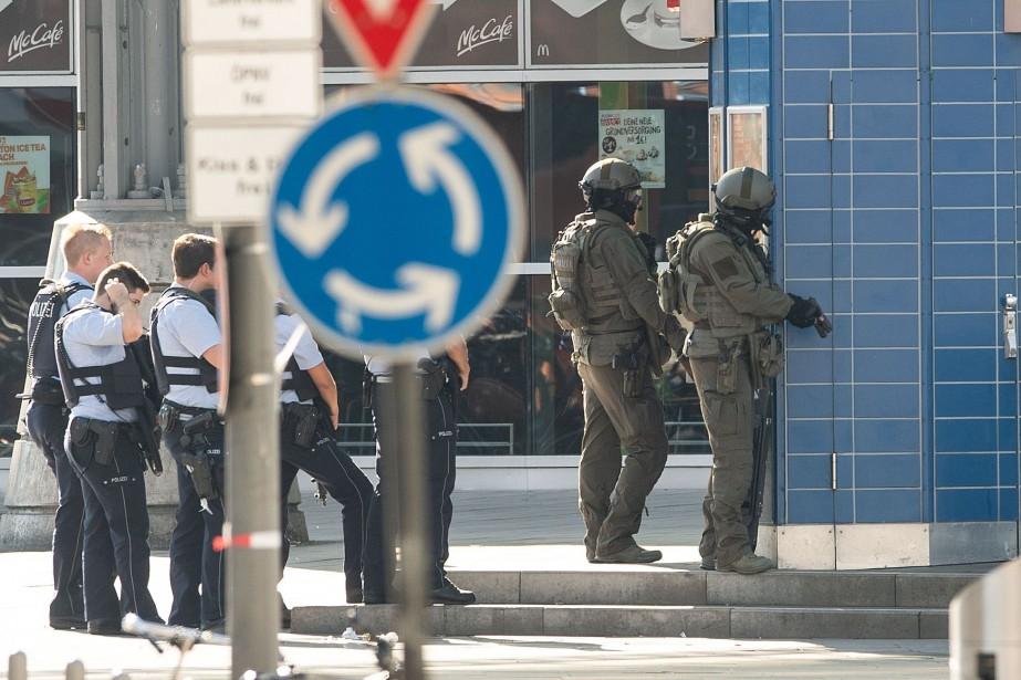 La police de Cologne a expliqué que l'individu... (Photo MARIUS BECKER, Agence France-Presse)