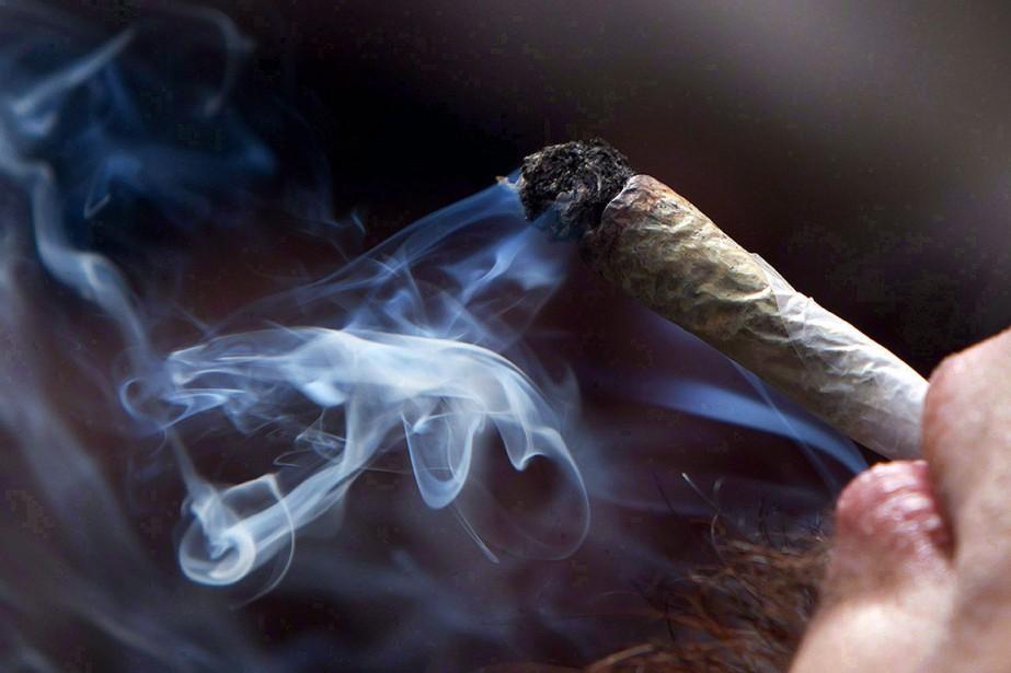 L'usage du cannabis à des fins récréatives deviendra... (Photo DARRYL DYCK, PC)