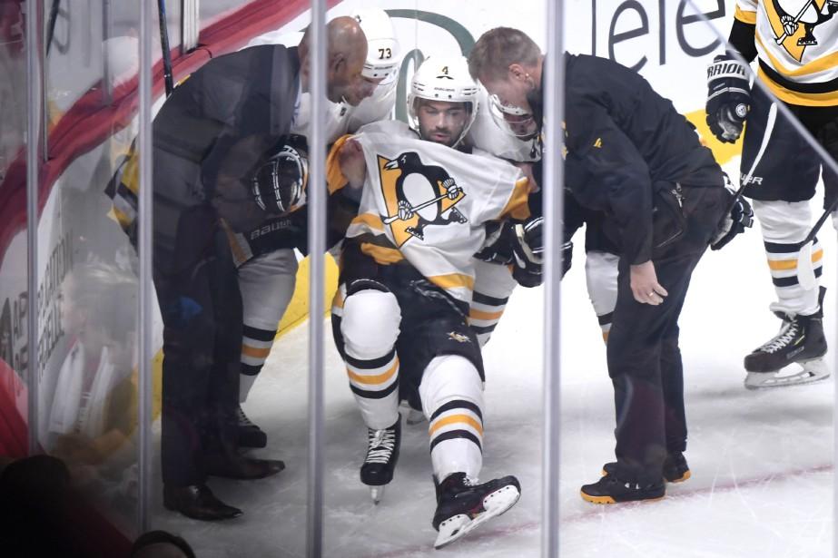 Justin Schultz s'est blessé dans la première période... (Photo Bernard Brault, La Presse)