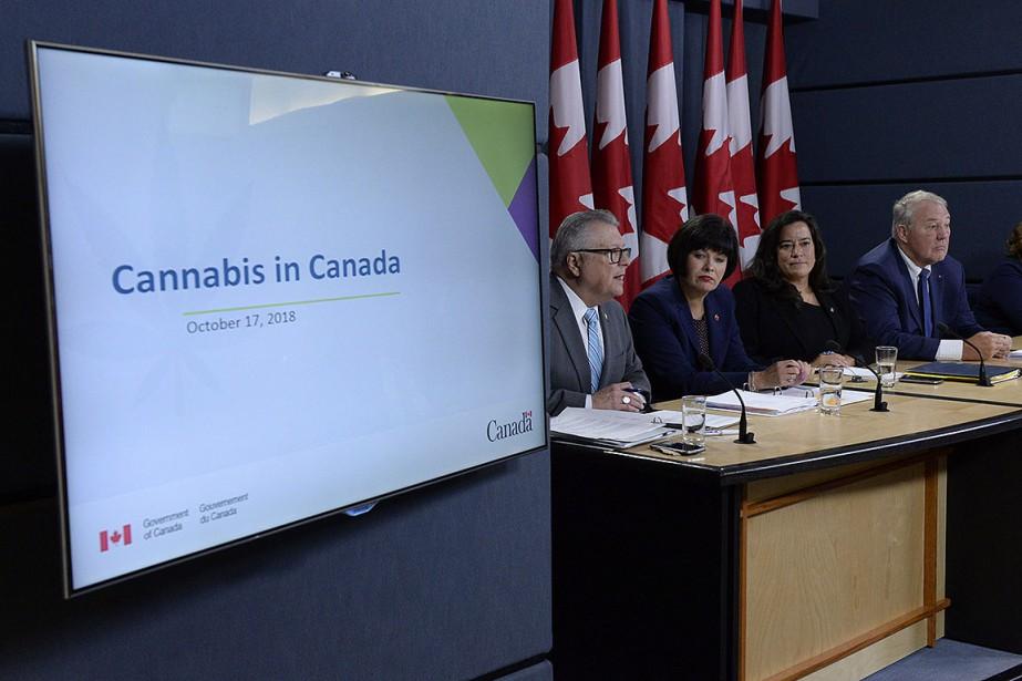 Les ministres Ralph Goodale, Ginette Petitpas Taylor, Jody... (Photo Adrian Wyld, PC)
