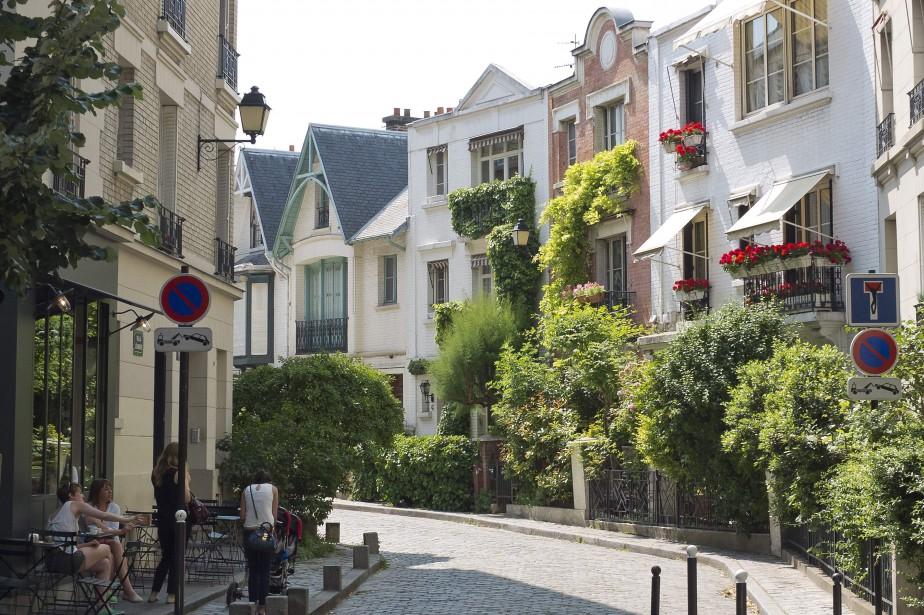 Le quartier de Montmartre, à Paris, tente de... (Photo PATRICK KOVARIK, archives AFP)