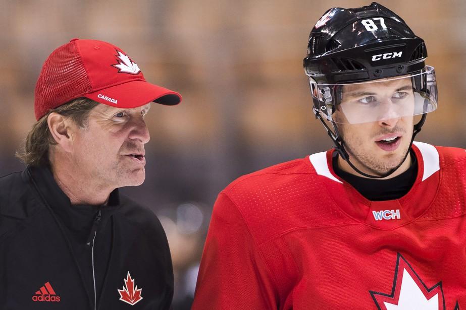 Mike Babcock et Sidney Crosby à la Coupe... (Photo Nathan Denette, archives La Presse canadienne)