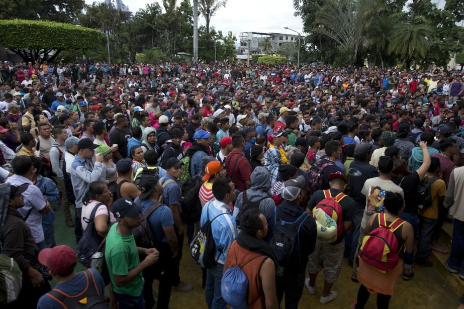 Une caravane de plusieurs milliers de migrants honduriens... (Photo Moises Castillo, AP)