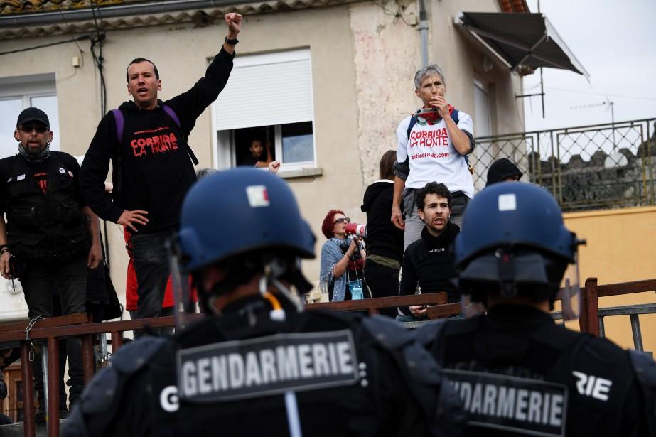 Les manifestants, qui demandent «l'arrêt des séances de... (PHOTO PASCAL GUYOT, afp)