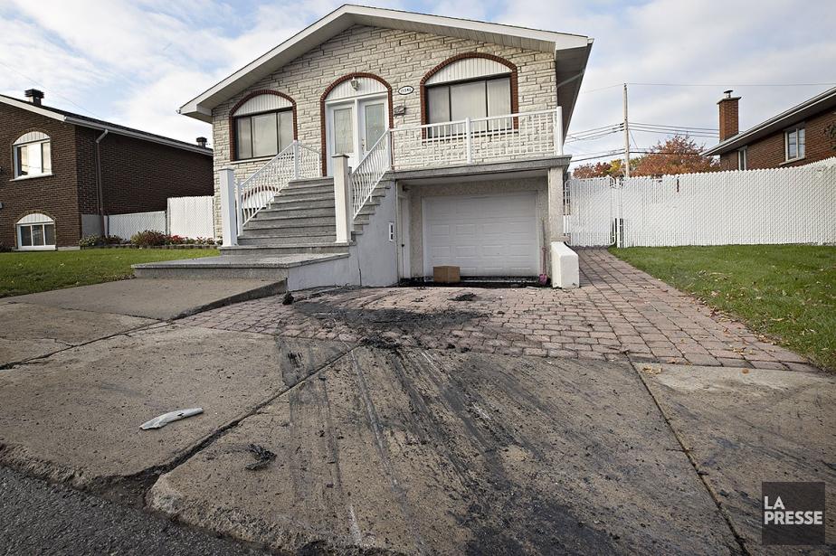 La voiture, une perte totale, a été retirée... (Patrick Sanfaçon, La Presse)